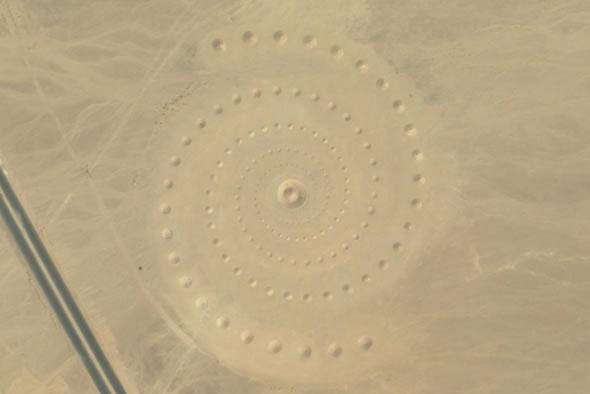Estranha formação foi encontrada no Egito! Seriam de ETs? (foto: Reprodução/Google Earth)