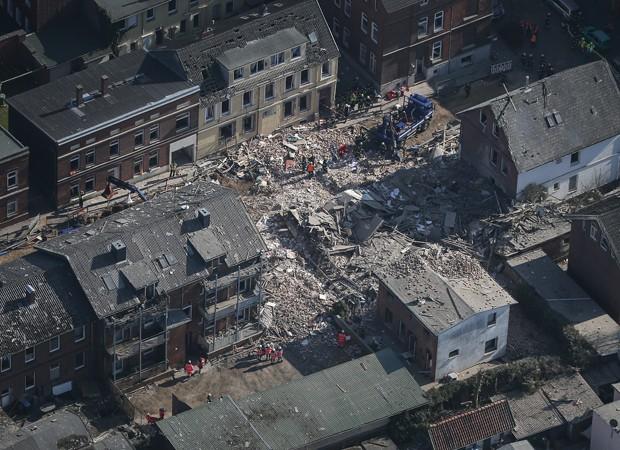 Explosão supostamente provocada por gás destruiu prédio na Alemanha (Foto: Axel Heimken/AFP)