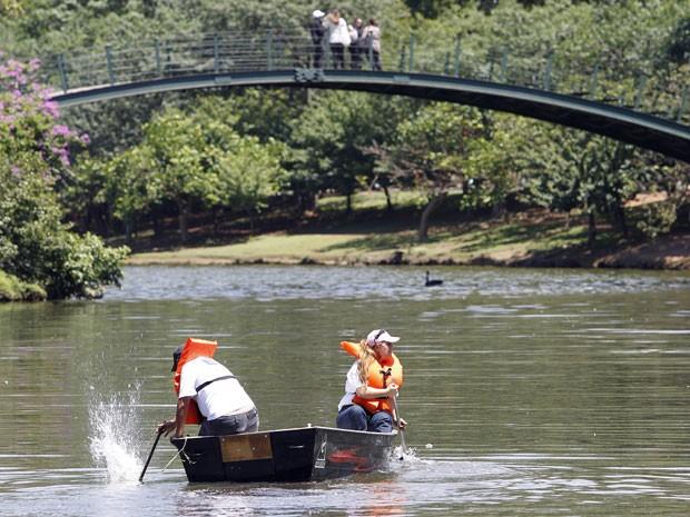 Limpeza lago ibirapuera (Foto: Epitácio Pessoa/Agência Estado)