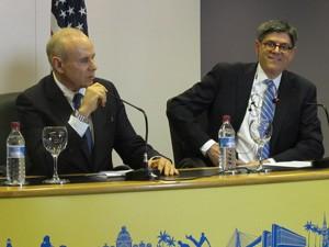 Mantega e o secretário do Tesouro dos EUA após reunião nesta segunda. (Foto: Simone Cunha/G1)