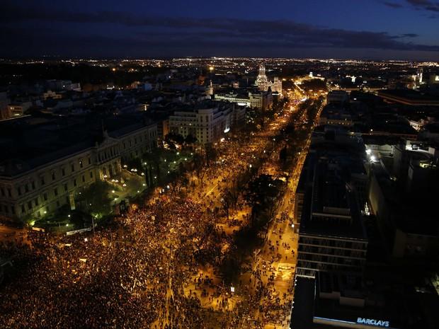 Milhares de manifestantes tomaram as ruas de Madri neste sábado (22) (Foto: Paul Hanna / Reuters)
