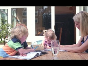Charlotte retirou as mamas para reduzir chances de ter câncer (Foto: BBC)