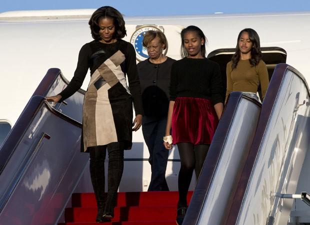 Michele Obama chega com as filhas a Pequim para visita cultural (Foto: Alexander F. Yuan/Pool/AFP)