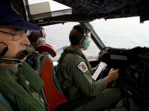 Aeronave australiana procura por destroços do avião da Malasyian Airlines (Foto: Richard Wainwright/Pool/Reuters)