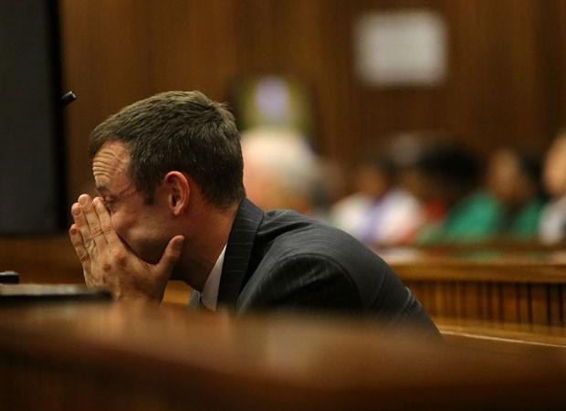 Pistorius se comove durante julgamento (Foto: Siphiwe Sibeko/Pool/AFP)