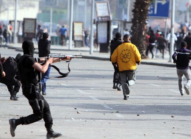 Protestos violentos tomam o Egito na quarta-feira (Foto: Mohamed El-Shahed/AFP)