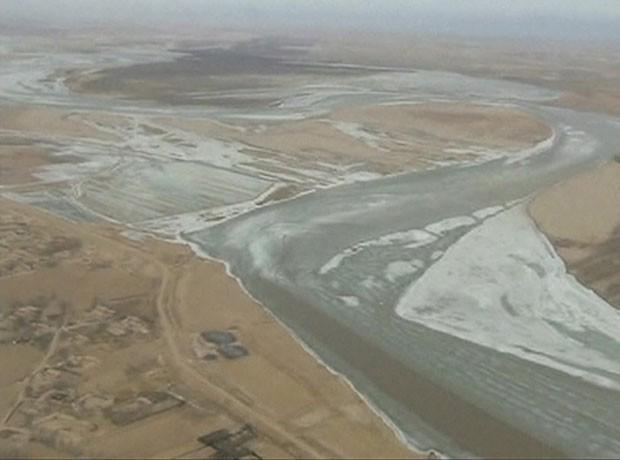Por causa de inverno rigoroso, Rio Amarelo congelou (Foto: BBC)