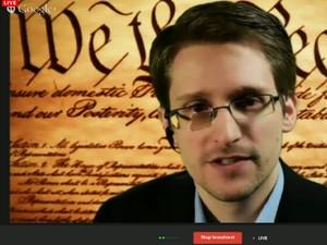 Edward Snowden participa de um evento do festival South by Southwest nesta segunda-feira (10), por meio de videoconferência (Foto: Reprodução/SXSW)