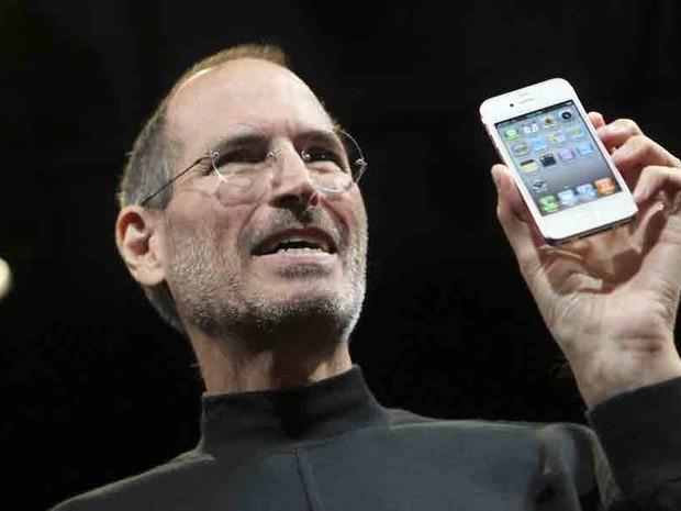 Steve Jobs apresenta o iPhone 4, em junho de 2012 (Foto: Robert Galbraith/Reuters)