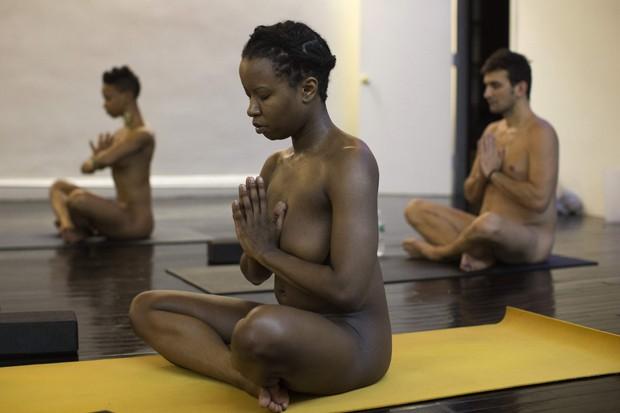 Proprietários afirmam que exercício sem roupa é benéfico para os alunos (Foto: Shannon Stapleton/Reuters)