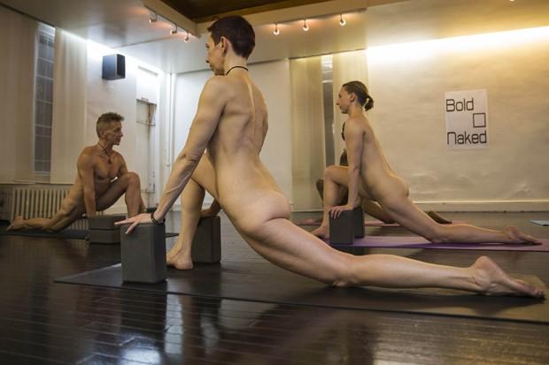 Academia de ioga 'Bold & Naked' fica em Nova York (Foto: Shannon Stapleton/Reuters)