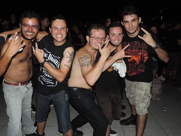 Amigos vieram do interior da Paraíba para curtir o Abril pro Rock (Foto: Katherine Coutinho / G1)