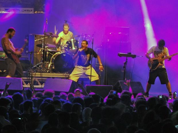 Banda Desalma, no Abril pro Rock (Foto: Katherine Coutinho / G1)