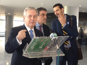 O ministro das Relações Exteriores, Luiz Alberto Figueiredo, após reunião no Palácio do Planalto (Foto: Juliana Braga/G1)