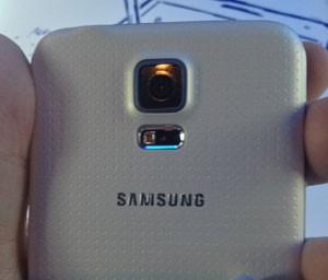 Câmera do novo smartphone Galaxy S5 (foto) apresenta falha grave (Foto: Gustavo Petró/G1)