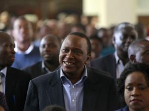 Uhuru Kenyatta durante celebração da Páscoa em Nairóbi (Foto: Thomas Mukoya/Reuters)