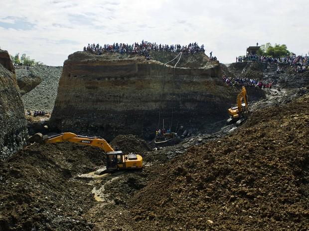 Pelo menos três pessoas morreram no desabamento (Foto: Luis Robayo/AFP)