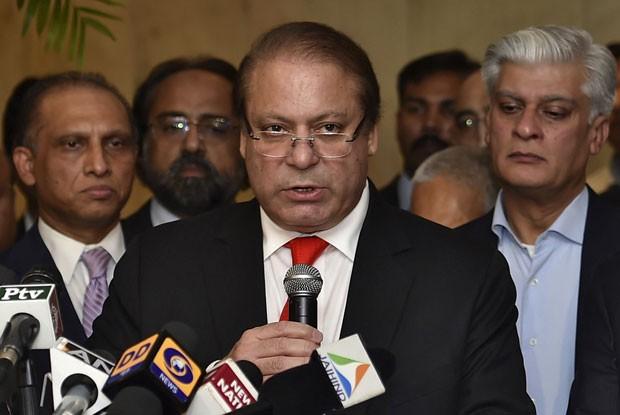 O primeiro-ministro paquistanês, Nawaz Sharif, concede entrevista em Nova Déli nesta terça-feira (27) (Foto: Reuters)