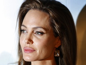 Angelina Jolie lança 'Malévola' em Paris na noite de terça-feira (6) (Foto: Reuters/Charles Platiau)
