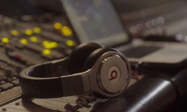 Um dos fones de ouvido da Beats Electronics, comprada pela Apple por um valor total de US$ 3 bilhões. (Foto: Divulgação/Beats Electronics)