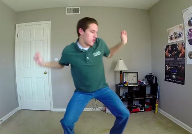 Matt Bray fez vídeo compilando 100 dias de dança (Foto: Reprodução/YouTube/Ekcha Muenwai)