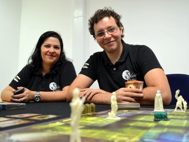 Casal de publicitários criou o jogo Selene The Fantasy em Piracicaba (Foto: Leon Botão/G1)