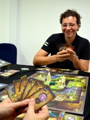 Klaus Braz idealizou o jogo Selene The Fantasy há 10 anos (Foto: Leon Botão/G1)
