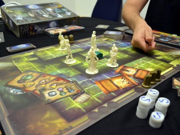 Jogo de tabuleiro Selene The Fantasy foi criado em Piracicaba (Foto: Leon Botão/G1)