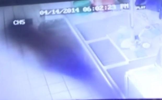 Dono de restaurante afirma ter filmado fantasma em Cascade, no estado de Iowa (EUA) (Foto: Reprodução/YouTube/SDFU)