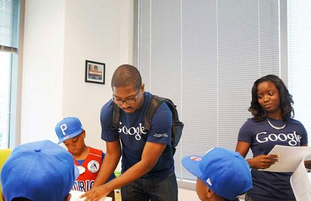 Funcionários negros do Google; nos EUA, apenas 2% dos funcionários da companhia são negros. (Foto: Divulgação/Google)