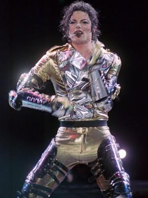 Michael Jackson durante show em dezembro de 1996 (Foto: AP Photo/Pat Roque, File)