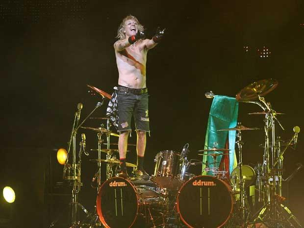 Foto de 16 de setembro de 2010 mostra James Kottak, baterista do Scorpions, durante show em La Paz, na Bolívia (Foto: Juan Karita/AP)