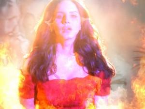 Lana Del Rey no clipe de 'West Coast' (Foto: Divulgação)