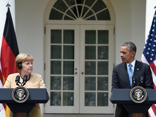 Presidente americano Barack Obama e chanceler alemã Angela Merkel participam de coletiva de imprensa na Casa Branca nesta sexta-feira (2) (Foto: AFP Photo/Jewel Samad)