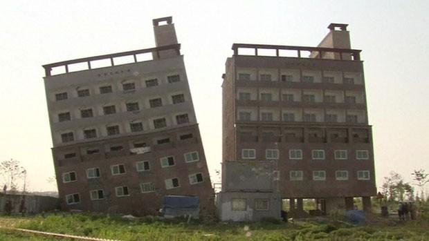 Engenheiros isolaram a área e estão investigando o problema (Foto: BBC)