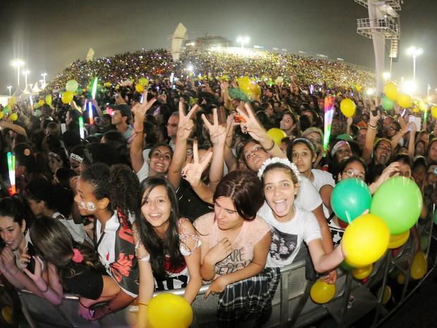 Público brasileiro espera show do One Direction nesta quinta-feira (8) no Parque dos Atletas, no Rio (Foto: Alexandre Durão/G1)