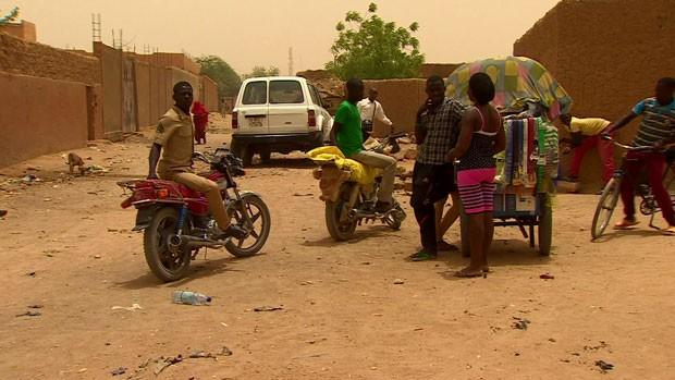 Mulheres que tentam imigrar para Europa acabam se prostituindo no Níger (Foto: BBC)